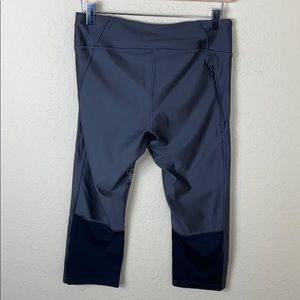 Under Armour Pants - Under Armour compression cropped pattern leggings
